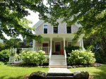 Grove Street Cottage- A quintessential in-town New England farm house with numerous updates