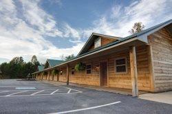 Nacoochee Valley Queen Handicap Suite 1