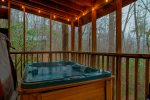 A Winter Garden - Romantic couple's cabin only minutes from downtown Helen!