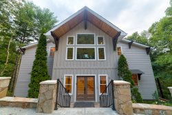NEW: LUXURY 5 BED/4BA  MOUNTAIN LODGE IN HELEN!  WIFI, STEAM ROOM, GOLF, TENNIS, POOL, JETTED TUBS.