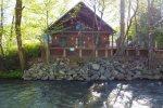 Lazy River Days - Riverside Appalachian-style cabin in downtown Helen