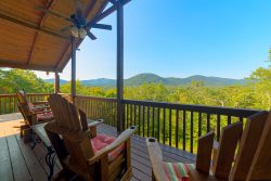 LAZY BEAR LODGE - Peaceful family retreat - only 5 minutes from downtown Helen, GA!