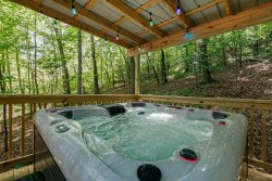 Dreamcatcher - Cozy rustic cabin with hot tub and fire pit only 10 minutes from downtown Helen
