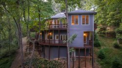 SHOAL AT BLUE CREEK- Outstanding creekside mountain rental! 15 minutes to Helen, GA.  CALL NOW FOR 15% DISCOUNT
