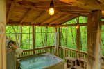 Intown Getaway - Cozy cabin with hot tub in downtown Helen