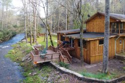 Elk Manor - Serene riverfront cabin minutes away from Helen