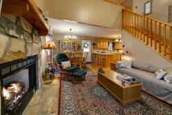 Gnadenhaus Mountain Retreat - cozy family getaway 5 minutes from Alpine Helen