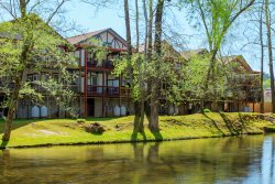 Chattahoochee Breeze - Elegant riverfront condo in downtown Helen