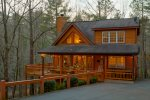 Lazy Bear Lair - Adorable bear-themed rustic retreat minutes from downtown Helen