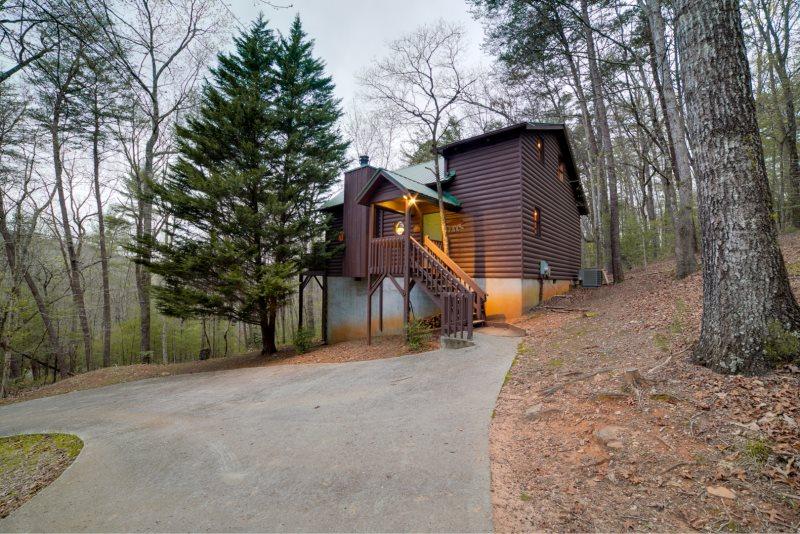 Helen ga cabin rentals no stress great rustic 3 for 8 bedroom cabins in helen ga