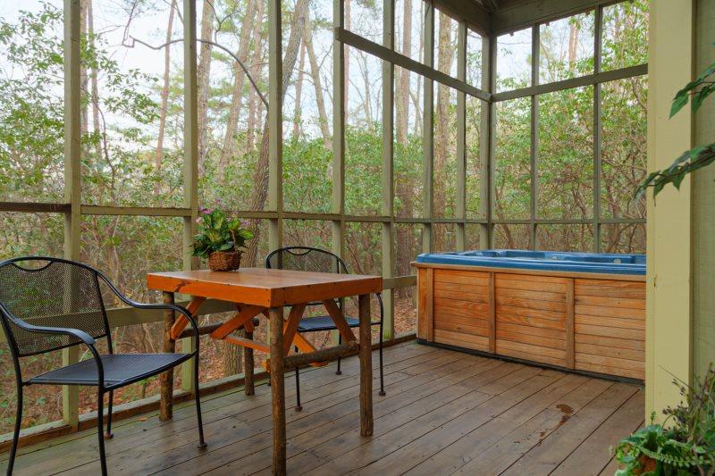 Helen, GA Cabin Rentals | Mountain Haven| Rustic Cozy Cabin