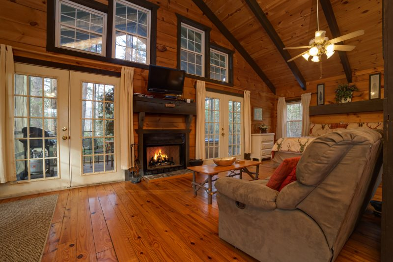 Helen, GA Cabin Rentals | Mountain Haven| Rustic Cozy Cabin