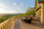 The Summit - Spacious luxury cabin with unbeatable panoramic mountain views!