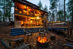 Luxuriously Rustic Cabin Rental with Lake Access - Great for Retreats!