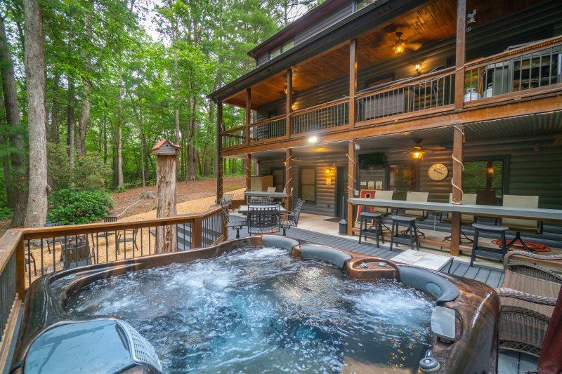 Helen, GA Cabin Rentals | Big Timber Lodge | Luxury Cabin on the Lake