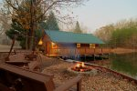 Knott's Landing - One-of-a-kind floating water cabin, 15 minutes from downtown Helen