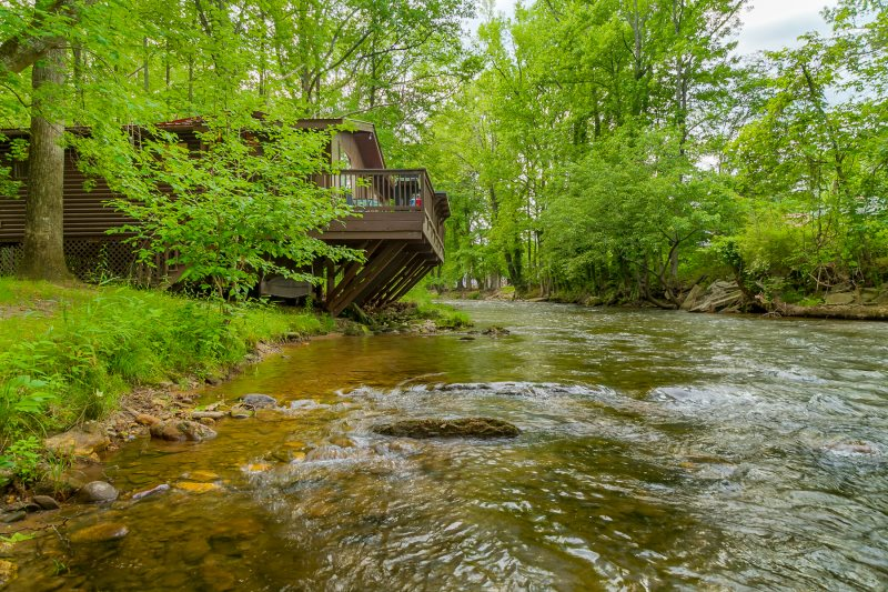 Remarkable Helen Ga Cabin Rentals Rivers Edge 2 Br Cabin On The Home Remodeling Inspirations Cosmcuboardxyz