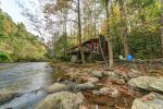 River Haus - Adorable riverfront cabin right on the Chattahoochee minutes from Alpine Helen