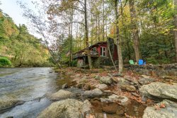 1 Bedroom Cabin on The Chattahoochee River - Convenient to Downtown Helen!