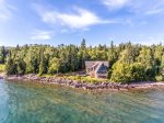 This three bedroom, two and a half bathroom Lake Superior home is the perfect location for your next family vacation to the North Shore.