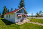 This home is within walking distance to the Grand Marais Marina, Artists Point, lighthouse and many local businesses.