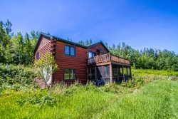 Baldy's Nest is a modern cabin with a remote location near the end of the Gunflint Trail.