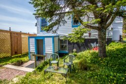 Mariner House Hideaway is a studio apartment located in the heart of Grand Marais.