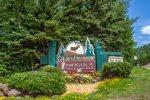 Caribou Highlands 518 is located in the Caribou Highlands Resort and includes many great amenities.