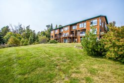 Aspenwood 6544 is a spacious 3 level Tofte townhome with awe inspiring views of Lake Superior.