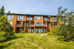Aspenwood 6548 is a beautiful 3 level vacation townhome in Tofte, MN on Lake Superior.