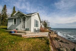 Superior Shores 6 is a cozy cabin right on the edge of Lake Superior with amazing views.