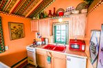 Color abounds in this adorable little cabin.