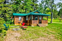 Opels Cabin 2 begs you to come visit this cute little vacation cottage in Grand Marais.