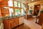 The open living space in this cabin means you won`t miss a thing when preparing meals.