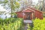 Fox Cove is an adorable little lakeside cabin located on Cascade Beach Road in Lutsen, MN