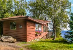 The Lutsen House is the perfect Lake Superior getaway with breathtaking views, luxury accommodation, fresh air yet just minutes to the Lutsen Ski Hill, Superior National Golf Course plus hiking, biking, x-county skiing and snowmobiling trail heads.