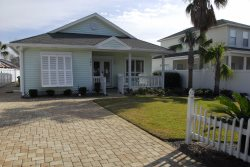 SPRING/SUMMER DATES Destin Great Location 3BD 2BA bonus room private pool, large yard & separate pet yard, Golf Cart optional Great for Families, Sleeps Maximum of 10.