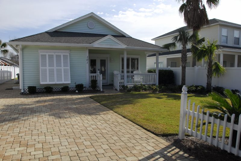 3 Bedroom 2 Bath Pet Friendly Vacation Home Located In The Crystal Beach Area Of Destin Florida Great For Families