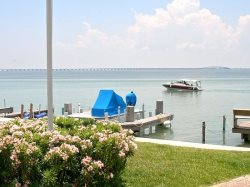 Bayfront Waters Edge Dolphin Repouse sleeps 6 boat pool yard