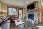 Mountain Thunder - Ski-in/Gondola-out, high-end unit, hot tub, pool, free parking/shuttle