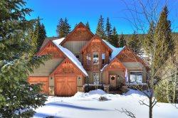 Whispering Pines Villa - Huge Luxury Home, Acreage, Hot Tub