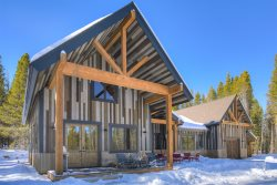 Basecamp Lodge - Brand New Luxury Home Secluded In The Mountains, Private Hot Tub!