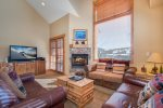 Buffalo Lodge - Central to all Summit County Major Ski Resorts, Private Hot Tub