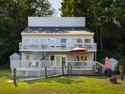 Riverview Retreat - Large Waterfront Home. Sleeps 12. Downtown Douglas steps away!