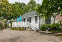 The Oak Street Beach House. NEW FOR 2019!  Super Close to Lake Michigan Beach. Sleeps 8. Loads of Charm