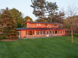 McGuire House - Fantastic Lake Views. Large Backyard.