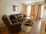 Inn Buliding #113 updated condo, pool side, ground level with wifi and king bed