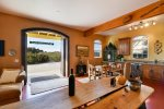 Winemakers Porch, Paso Robles. Sleeps 6. On a vineyard