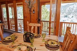 The Timber Crest Retreat- In Town, Near Ski Area, WiFi, Satellite, Washer/Dryer, Patio Furniture on Large Deck! Views Overlooking Red River, Wood Burning Fireplace, Gas Firepit, Garage Access, Free 24/7 Local Gym Access