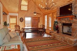 Deer Mountain Lodge - High End Home, In Town, Hot Tub, Free WIFI
